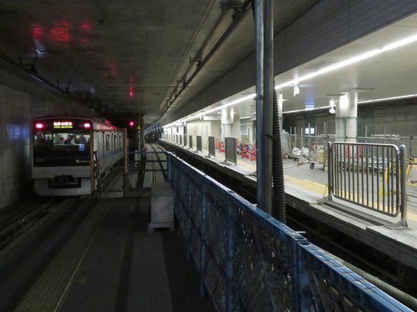 完成間近の東北沢駅ホーム