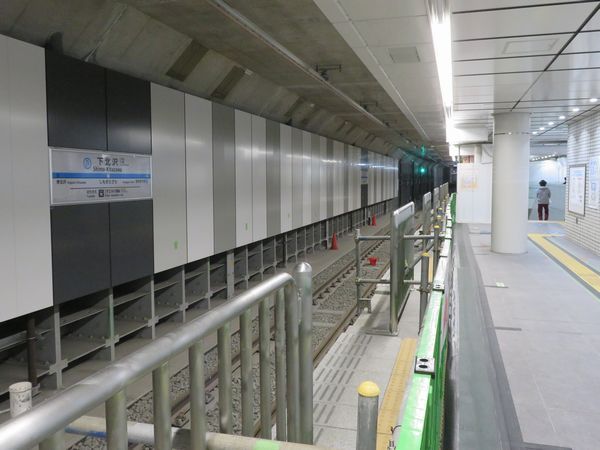 完成間近の小田急線下北沢駅地下2階緩行線ホーム