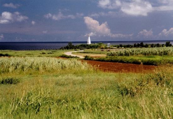 ⑥伊江島灯台 (550x380)