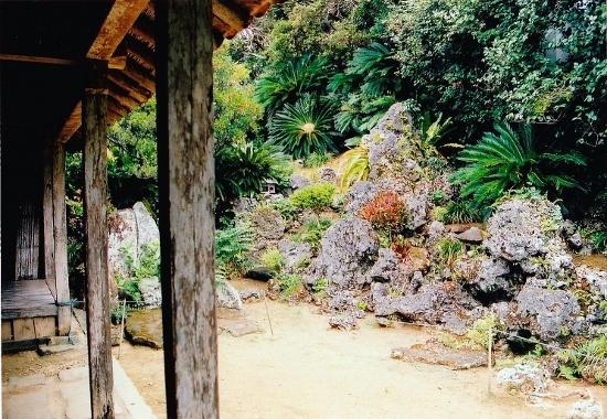 ④-2庭園 (550x380)