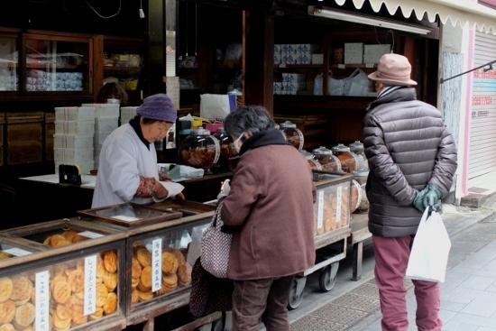 ⑥お煎餅屋さん (550x367)