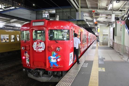 ⑦2012年の赤ヘル電車 (550x367)