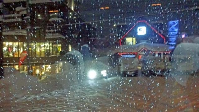 15雪降るニセコヒラフの街