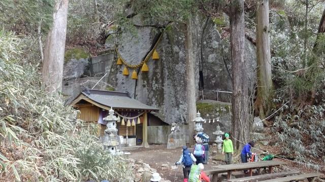 15石割神社