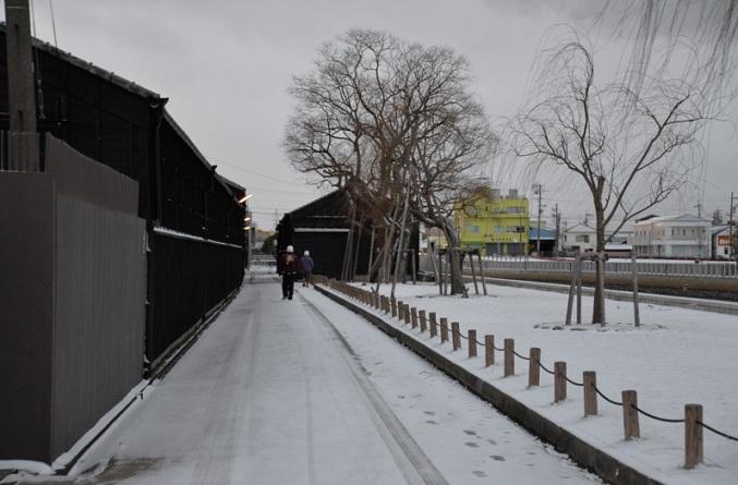 2018-1-25雪の朝6時50分朝の蔵の街