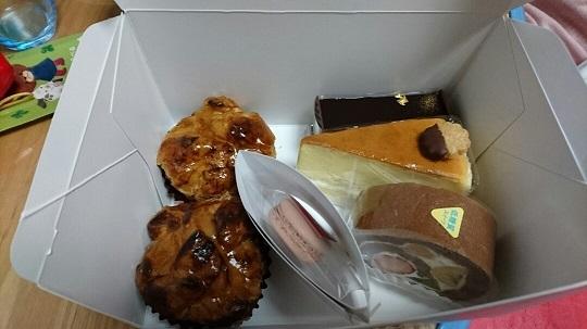 愛妻パンチの誕生日ケーキ