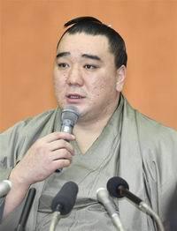 引退記者会見の横綱日馬富士関(200x262)