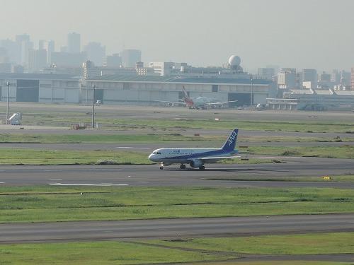 500飛行機のエンジンと羽2