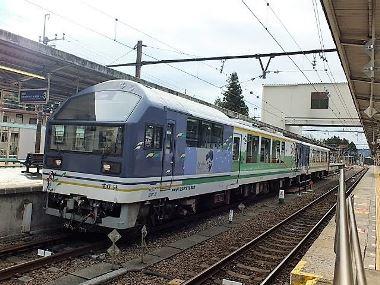 01始発駅鬼怒川温泉駅に停車中の「湯けむり号」1207