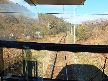 09くねくねとカーブする会津鉄道線の線路1207