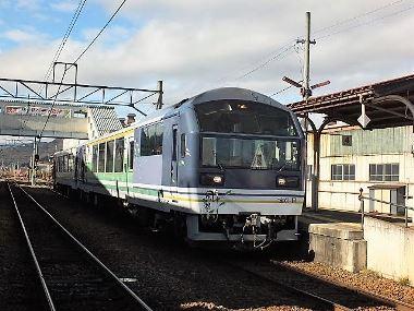 10会津田島駅に到着した「湯けむり号」1207