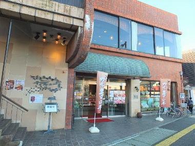 02一階が肉屋「カネ吉山本」1228