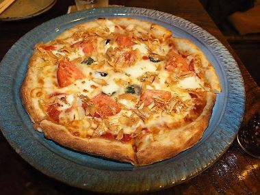 07たっぷりガーリックチップとトマトのピッツァ0205