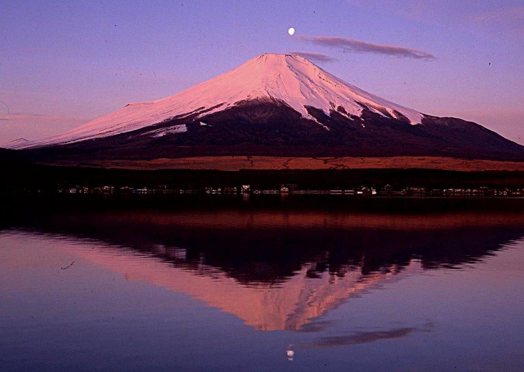 落月紅富士