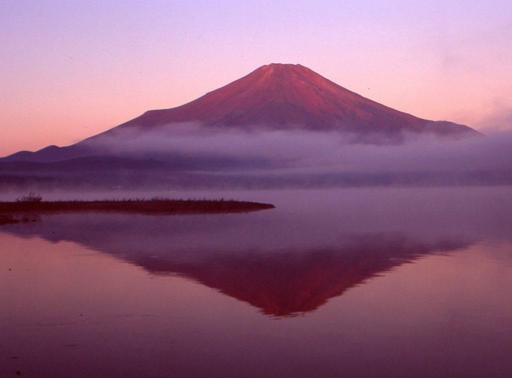 紅逆さ富士 山中湖