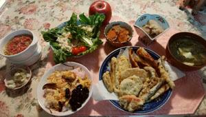 天ぷら・蓮根煮物・サラダ・味噌汁