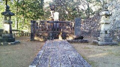 隆元公墓所