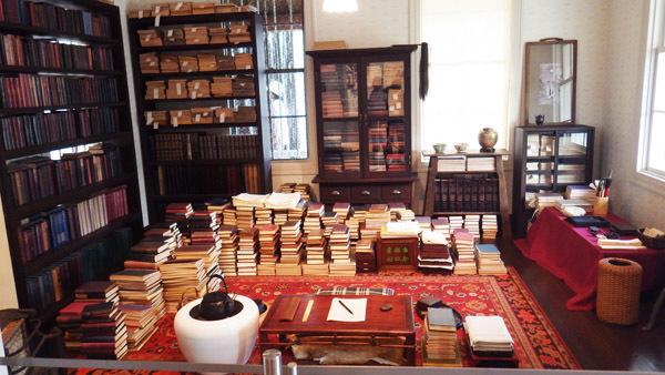 再現された漱石山房の書斎