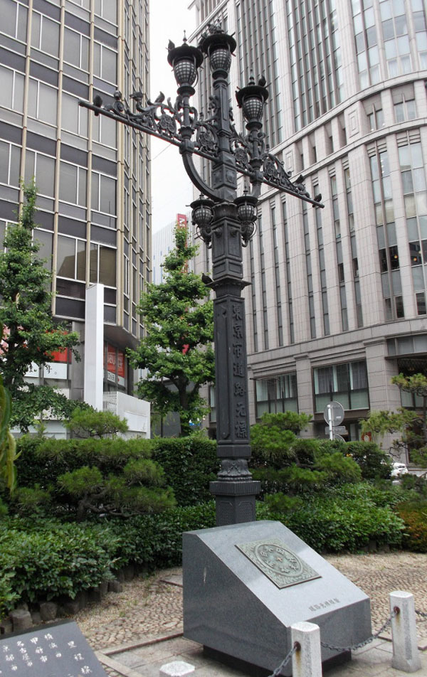 史跡の「東京市道路元標」