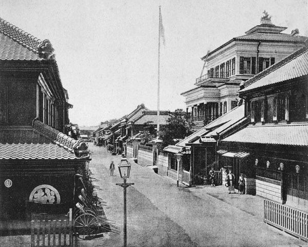 三井本館と三越の写真