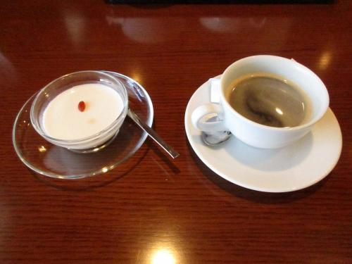 杏仁豆腐とコーヒー