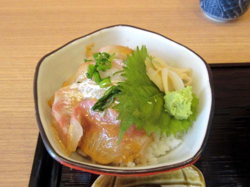 鯛の胡麻漬け丼