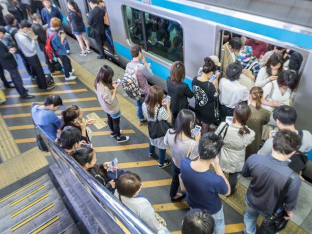 東京人は毎日電車でストレスを溜めながら移動している