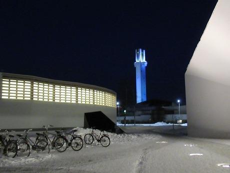 アールト図書館と時計塔(夜)