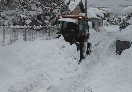 トラクター 大雪
