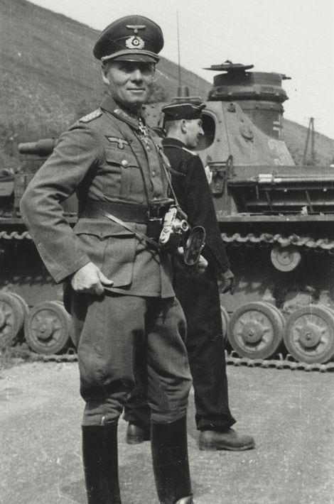 Erwin Rommel_LeicaIII_1940