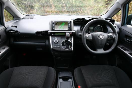 トヨタ ウィッシュ 車内写真