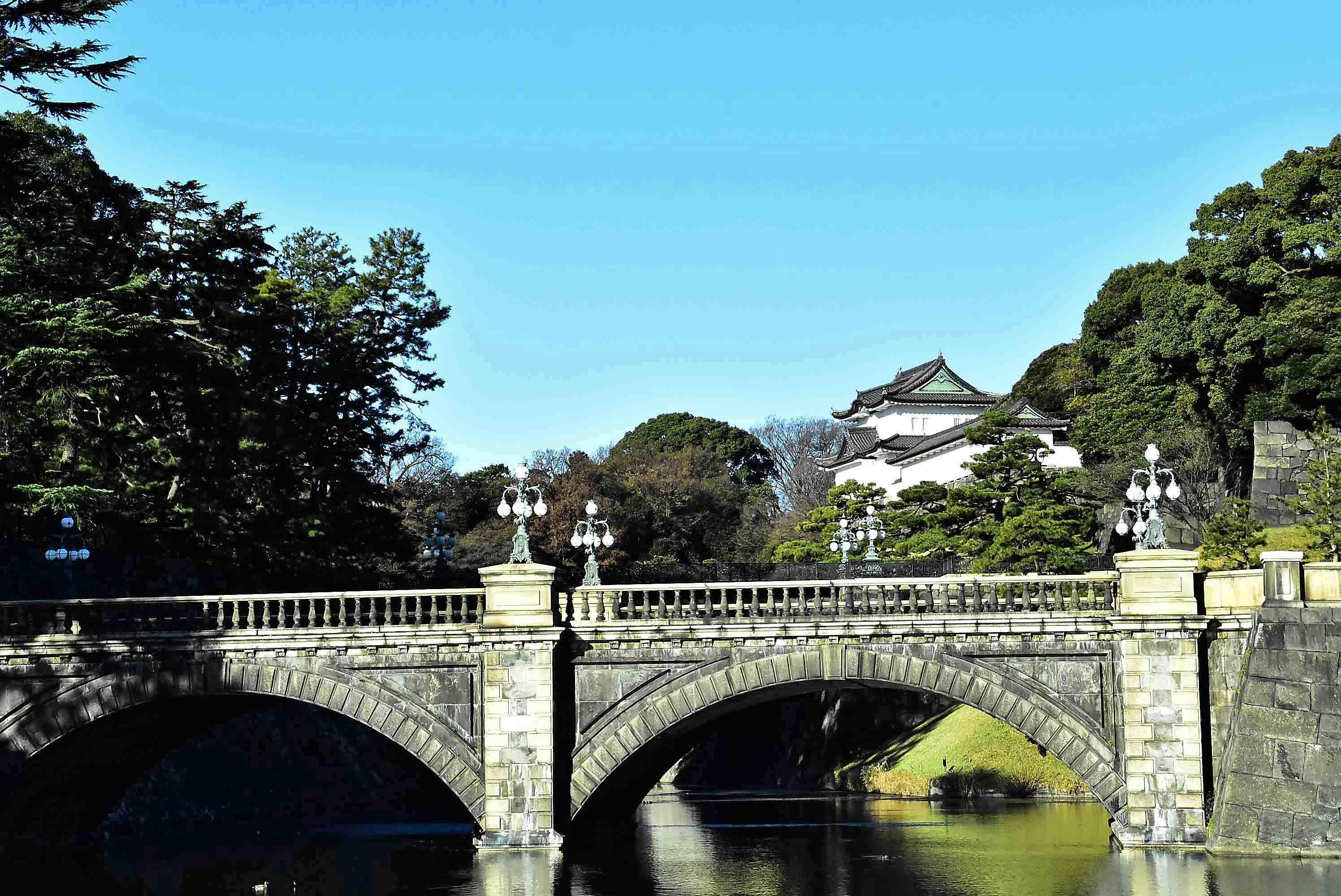 正門石橋と正門鉄橋 奥に伏見櫓