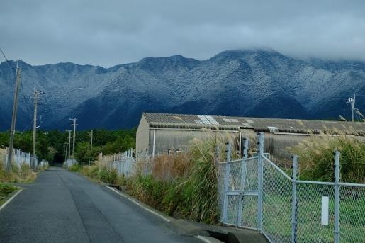 1月12日 麓まで雪化粧した里山