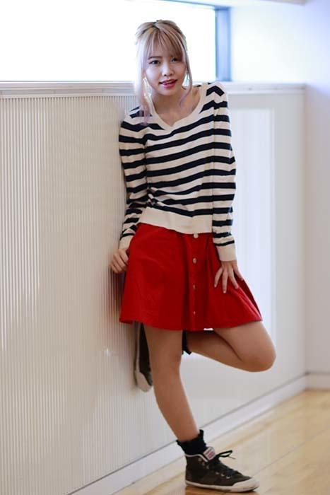 とぅむ:赤いスカート