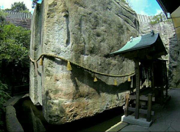 石の宝殿の全体像