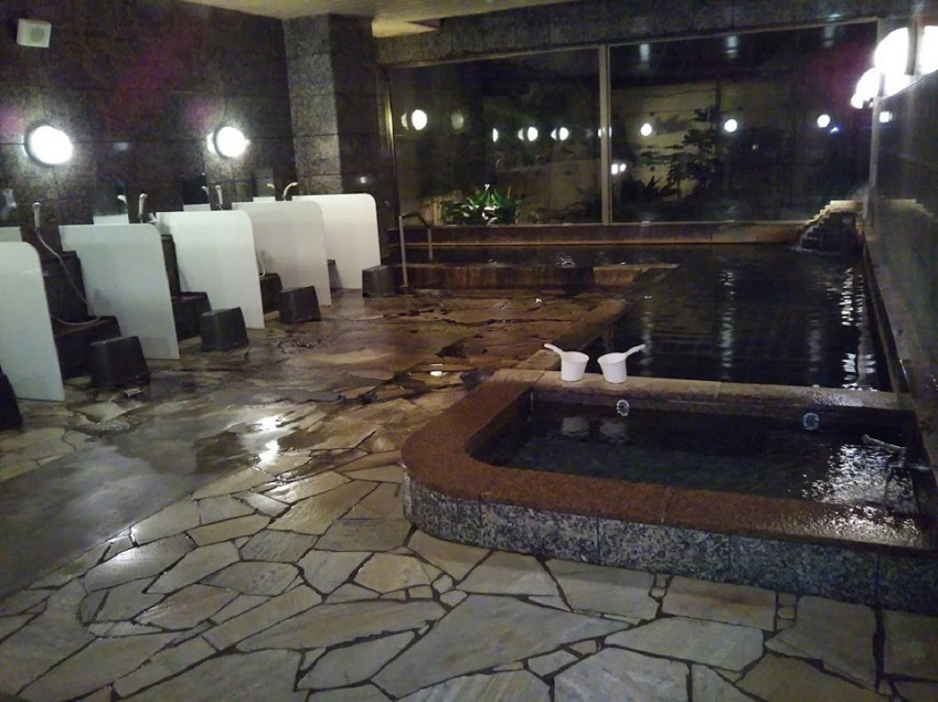 大浴場 夜