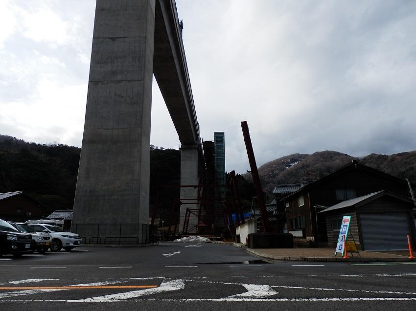駐車場と橋梁