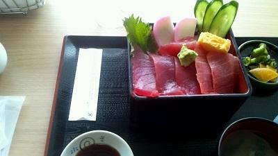 がんセンター近くの築地市場で食べた海鮮丼の思い出
