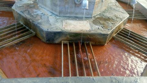 鉱泉の水2