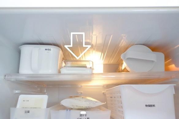 冷蔵庫・冷蔵室・最上段・バターカッター①