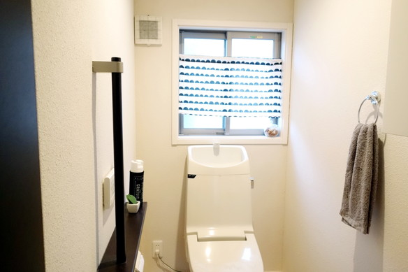 トイレ・3COINS・スプレーカバー①