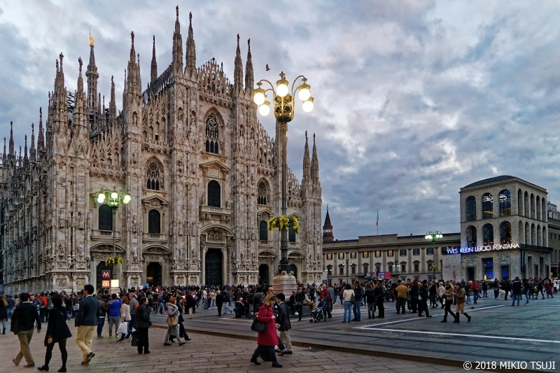 絶景探しの旅 - 0463 夕暮れ時のミラノ大聖堂(イタリア ミラノ)