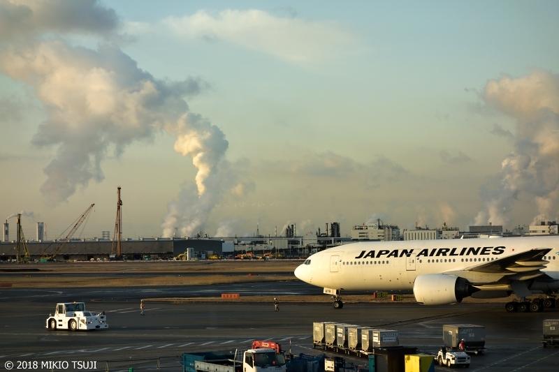 絶景探しの旅 - 0470 巨大水蒸気雲が昇る冬の羽田空港の朝 (東京都 大田区)