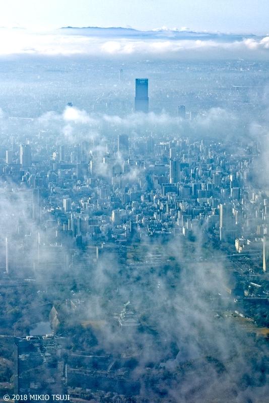 絶景探しの旅 - 0473 現代のバベルの塔 薄雲から顔を出すあべのハルカス (大阪市)