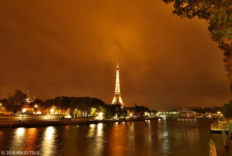 絶景探しの旅 - 0479 燃えるようなパリの空 セーヌ川に光るエッフェル塔 (フランス パリ)