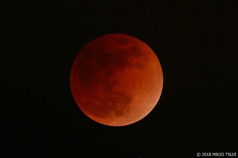 絶景探しの旅 - 0483 赤黒く輝く赤銅色の月 ブラッドムーン (東京都 八王子市)