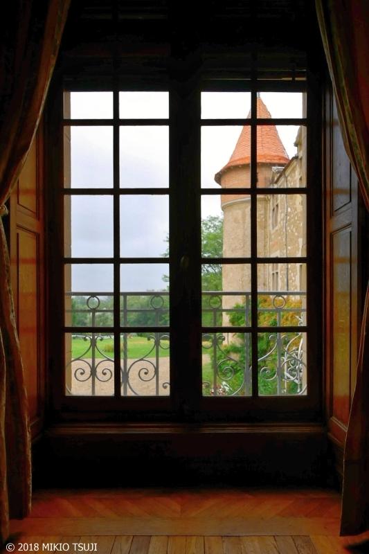 絶景探しの旅 中世のお城 「シャトー・デ・ラ・セラ」の窓から ...